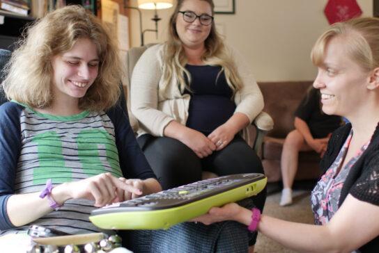 woman-playing-keyboard